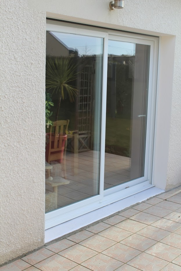 Baie vitr e coulissante pvc volets en option for Porte vitree pvc