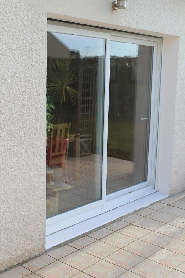 prix baie vitre pvc great baies vitres sur mesure prix. Black Bedroom Furniture Sets. Home Design Ideas