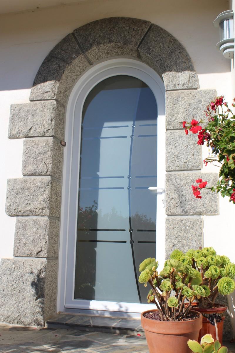 Porte fenetre arrondie les fentres en pvc prima fenetre - Tringle rideau porte d entree ...