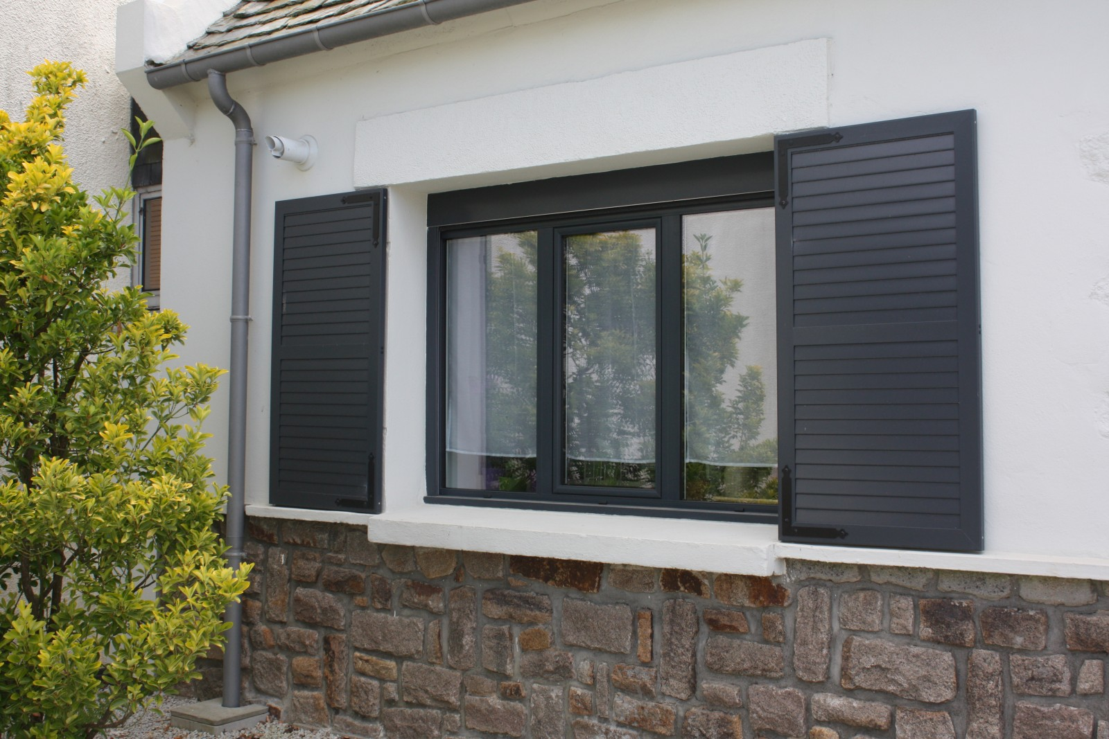 volets pliants alu latest volets pliants en aluminium. Black Bedroom Furniture Sets. Home Design Ideas