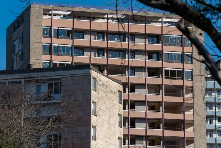 Fenêtre alu gris-brun immeuble Rennes