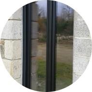 porte-fenêtre vitrée en aluminium - ouverture battante