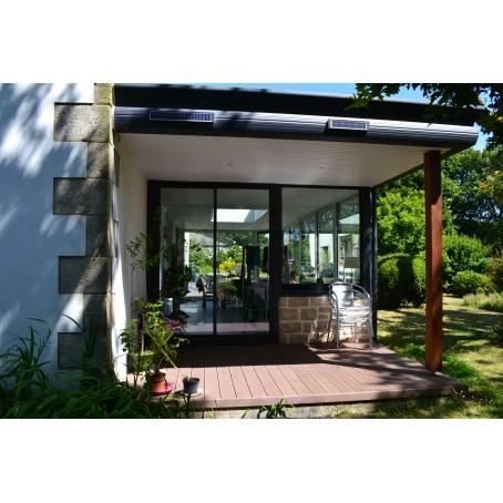 terrasse brun noisette avec auvent