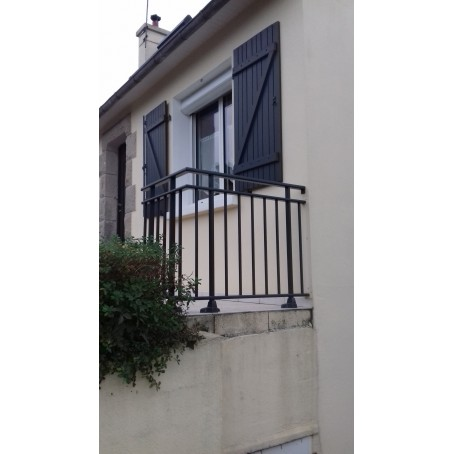 garde-corps en aluminium à barreaudage avec pose à la française