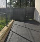 clôture grillagée gris anthracite avec pose sur muret et portillon