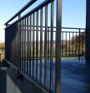 garde-corps en aluminium à barreaudage vertical