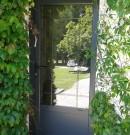 porte d'entrée aluminium avec vitrage et petits bois incorporés
