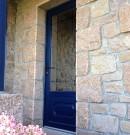 porte d'entrée en pvc avec soubassement et vitrage en bleu acier
