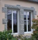 porte-fenêtre vitrée en pvc de couleur blanche