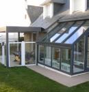 sas d'entrée de forme droite et avec toiture vitrée