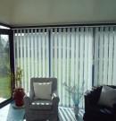 store californien - bandes verticales orientables - protection des regards indiscrets et ambiance modulable